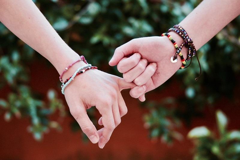 Barátság karkötő készítés, gyöngyfűzés